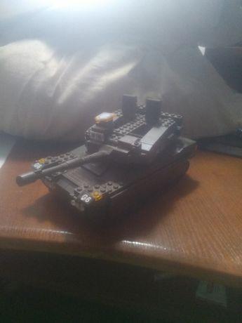 Продам танк Лего.