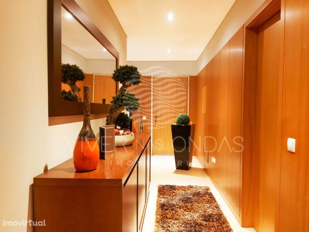 OFERTA DA ESCRITURA. T3 com suite, varanda e garagem (2 c...