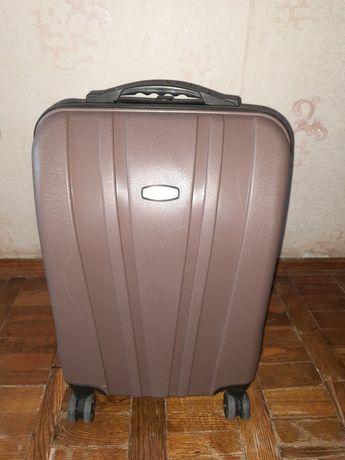 Продам чемодан на колёсах  дорожный