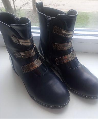 Продам демисезонные ботинки для девочки