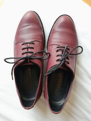 Sapatos tipo blucher com atacadores CUBANAS, em óptimo estado