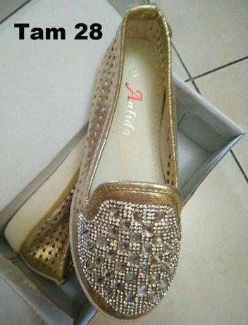 Sapatos novos 28