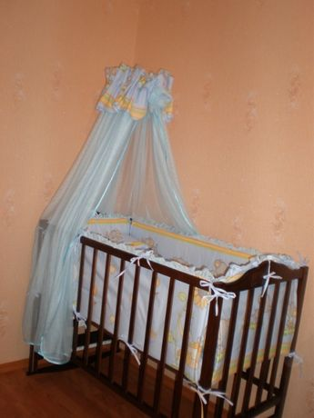 Детская кроватка+матрас +постель с бортиками и болдахином с держателем