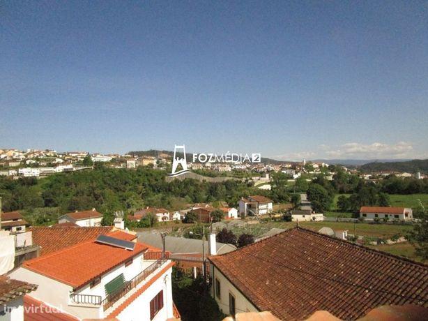 Moradia isolada T3 para remodelar, 5 minutos de Coimbra