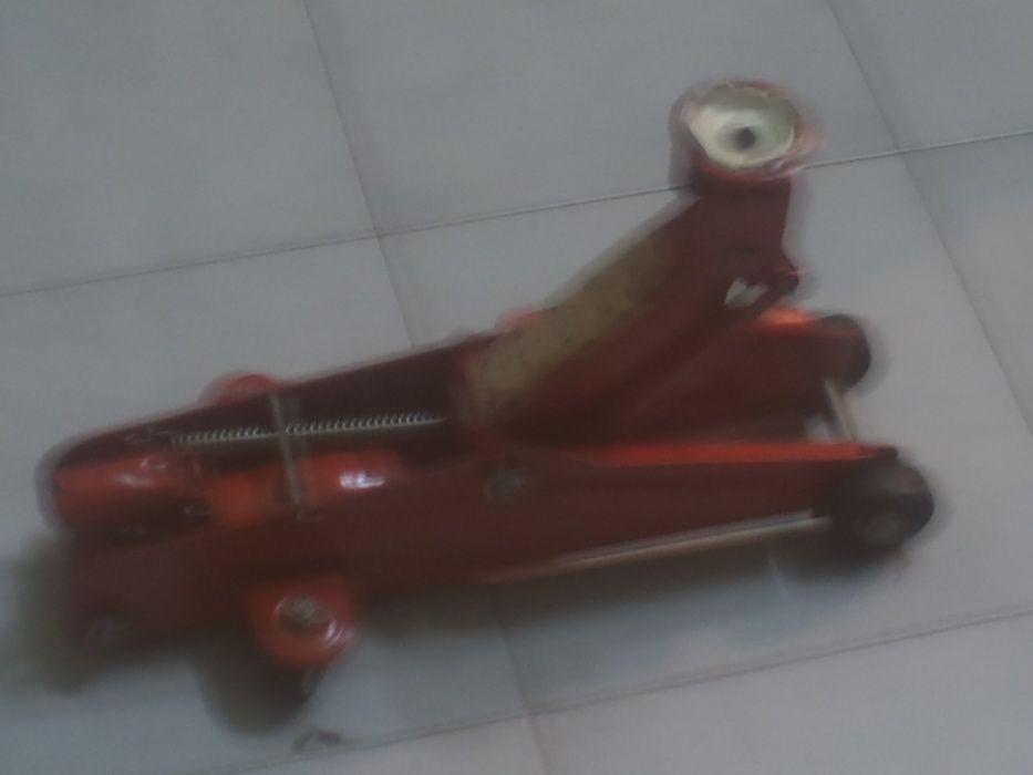 macaco hidraulico com rodas