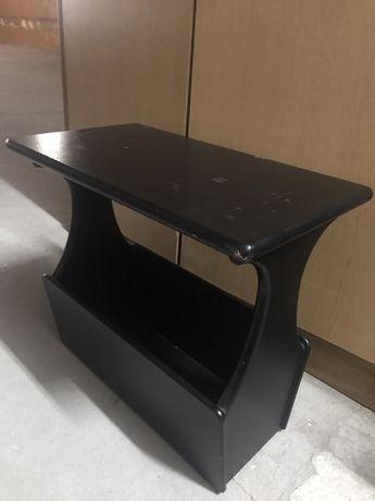 Stolik na gazety czarny drewniany