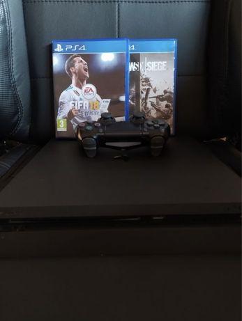 PS4 Slim 1tb + FIFA 18 + Rainbow Six Siege