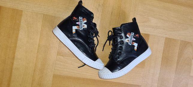 Новые весенние кожанные ботинки 19,5 см стелька