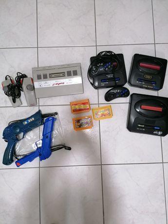 Consolas Sega e Nintendo com jogos