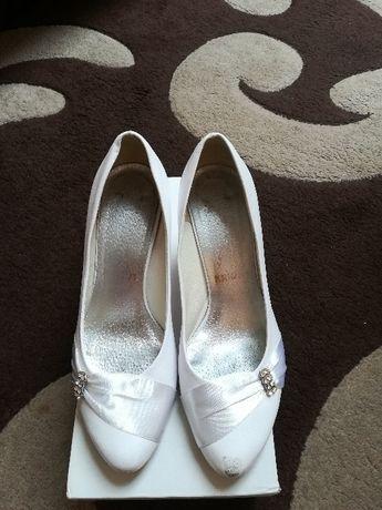 Sprzedam skórzane buty ślubne