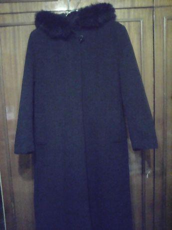 Продам пальто черное с капюшоном