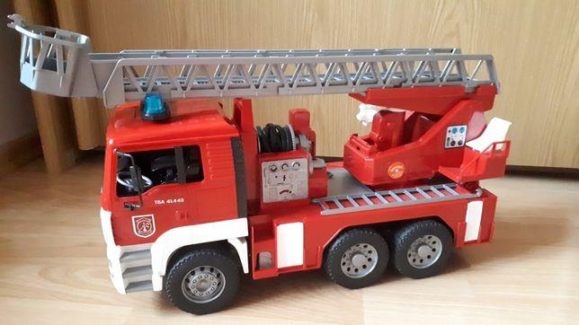 Пожарная машина с лестницей М1:16 BRUDER 02771