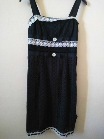 Vestido bordado com renda
