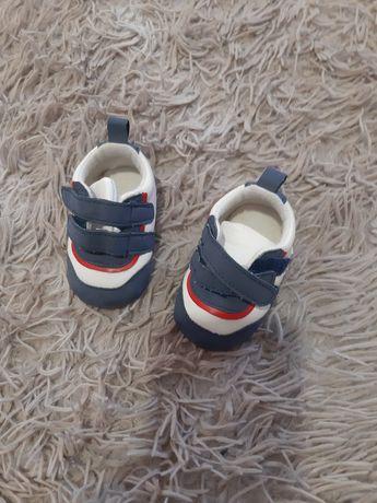 Кросівки дитячі,майже нові.