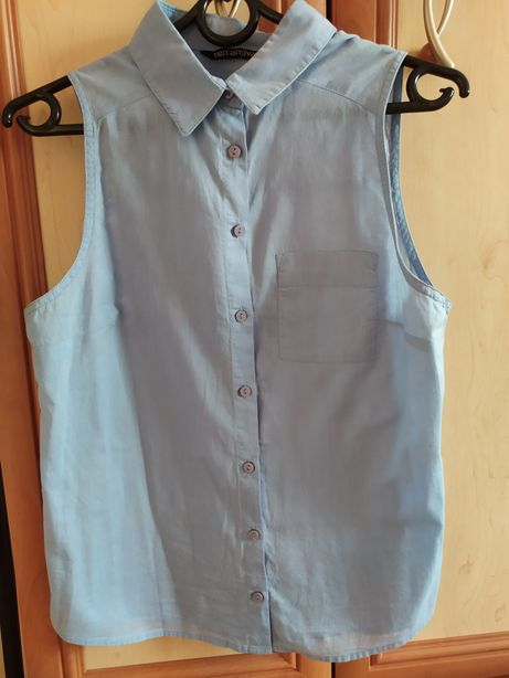 Błękitna koszula bez rękawów