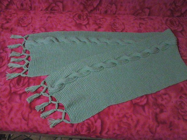 Продаю шарф ручной вязки из шерстяной нити,можно носить как снуд
