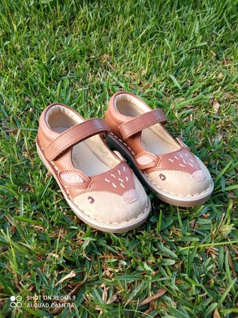 Sapatos novos 25