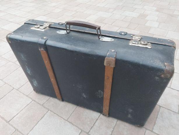 Stara drewniana walizka kufer kuferek