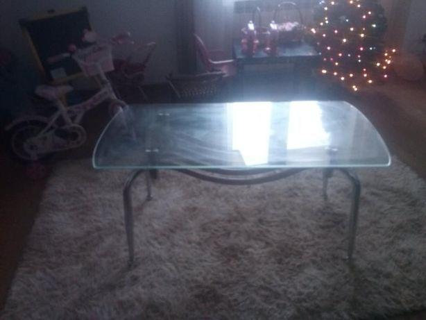 stolik szklany na 4 metalowych nogach