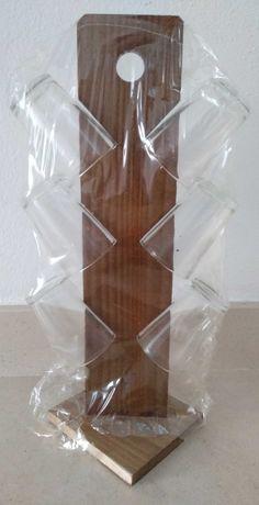 Expositor com copos de vidro