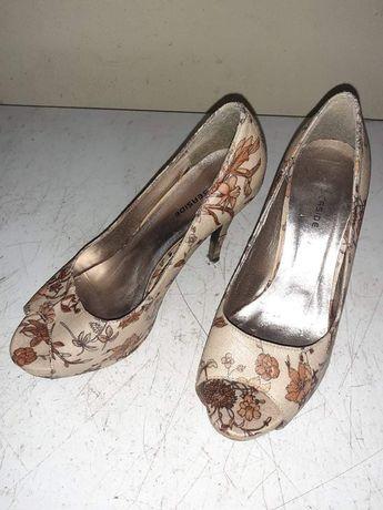 Sapatos de salto alto  flores