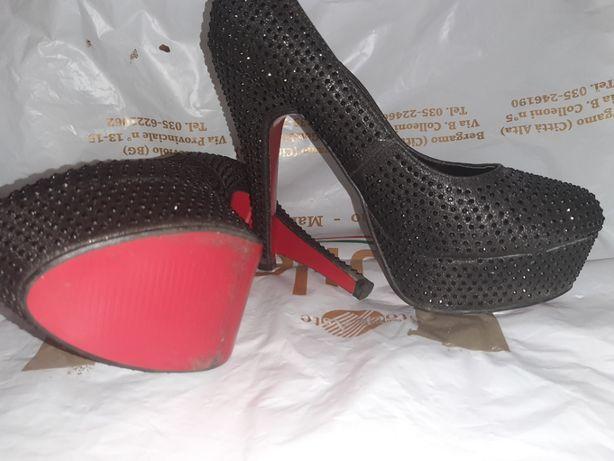 Супер туфли. С красной подошвой.