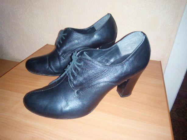 Ботильены туфли на каблуке кожанные. 40 размер.Santini.