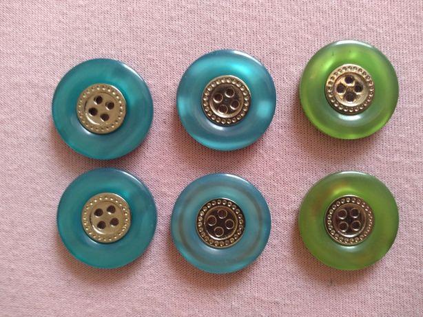 Zielone i niebieskie guziki