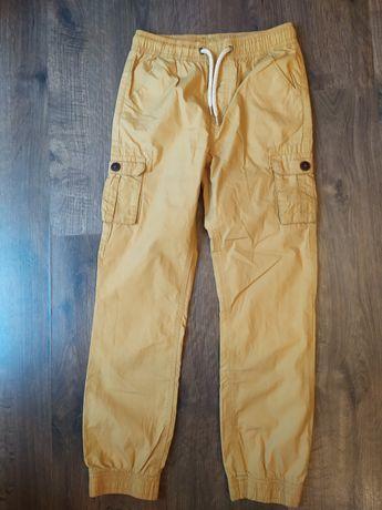 Nowe spodnie chłopięce 134