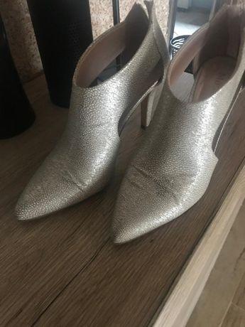 Buty eleganckie w złote cętki, bardzo drobne, rozmiar 38