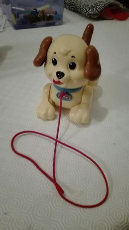 Brinquedo cão com trela