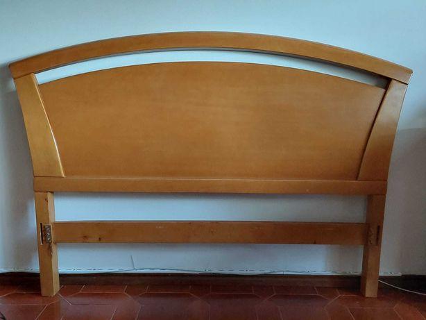 Cama de madeira a venda em bom estado