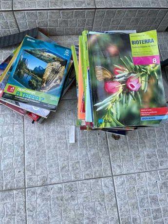 Dou manuais escolares