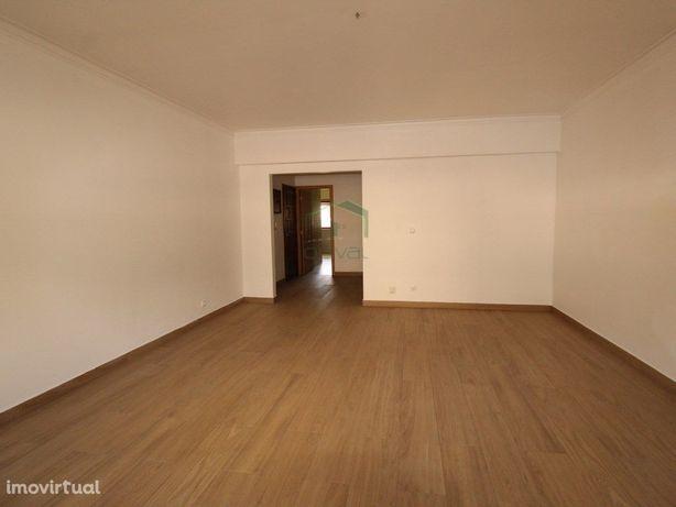 Excelente Apartamento T3, localizado no centro de Alverca...