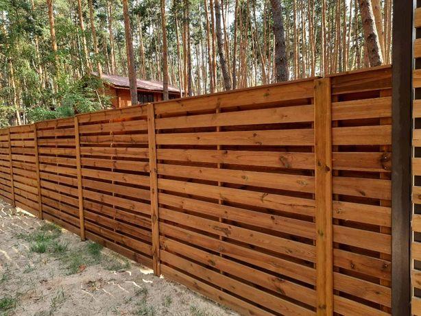 Деревянный забор пропитан в автоклаве консервантом под давлениес