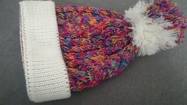 Wełniana kolorowa czapka z pomponem