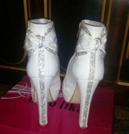 Белые ботинки 24,5 см