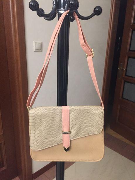 Nowa, jasna, niewielka torebka na ramię