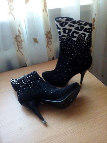 Взуття  37 розмір
