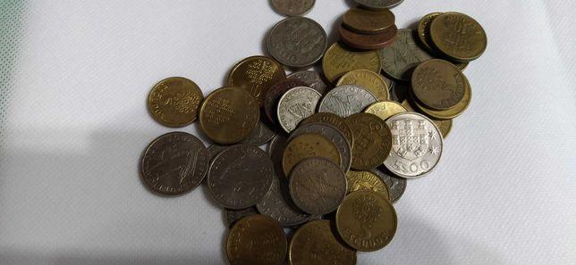 Lote 45 moedas de 2$50, 5$00 e 10$00