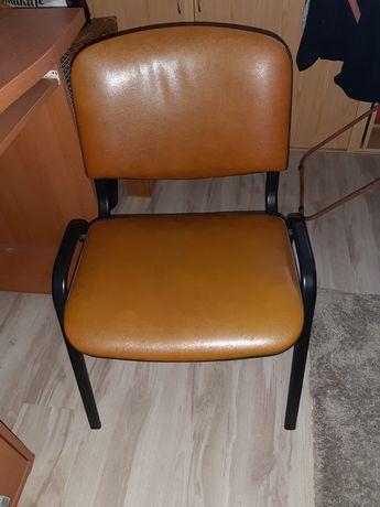 Krzesło niezbędne do biurka