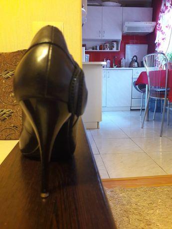 Продам кожаные туфли 40 размера