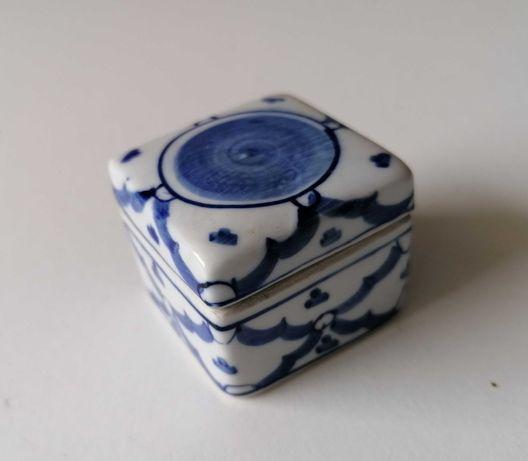 Caixa pequena oriental de colecção em cerâmica pintada vintage