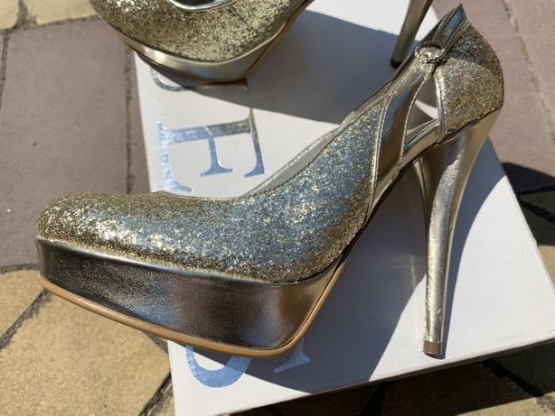 Свадебные туфли Guess