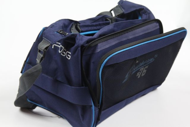 Granatowa torba sportowa