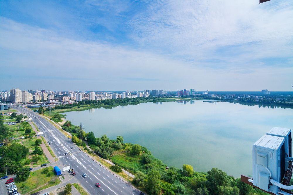 Новый Люкс с видом на озеро,  7 мин пешком от м Харьковская, м Позняки-1