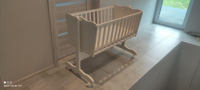 Kołyska niemowlęca na kółkach