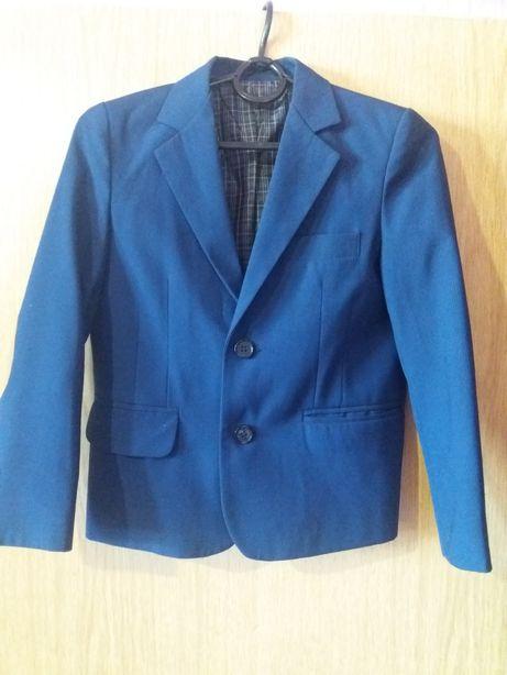 Срочно продам стильный пиджак на мальчикп