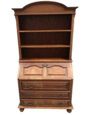Conjunto de quarto. Cama, mesa de cabeçeira, secretaria e guarda roupa