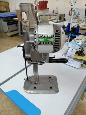 Maquina de corte de malhas ou tecidos em bom estado